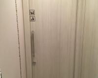 Toilette vor dem Eingang